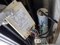 シャッターのメーカーは不明、リモコン装置はハーモニー製