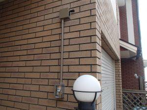 壁にあわせてブラウンの配管もご用意。