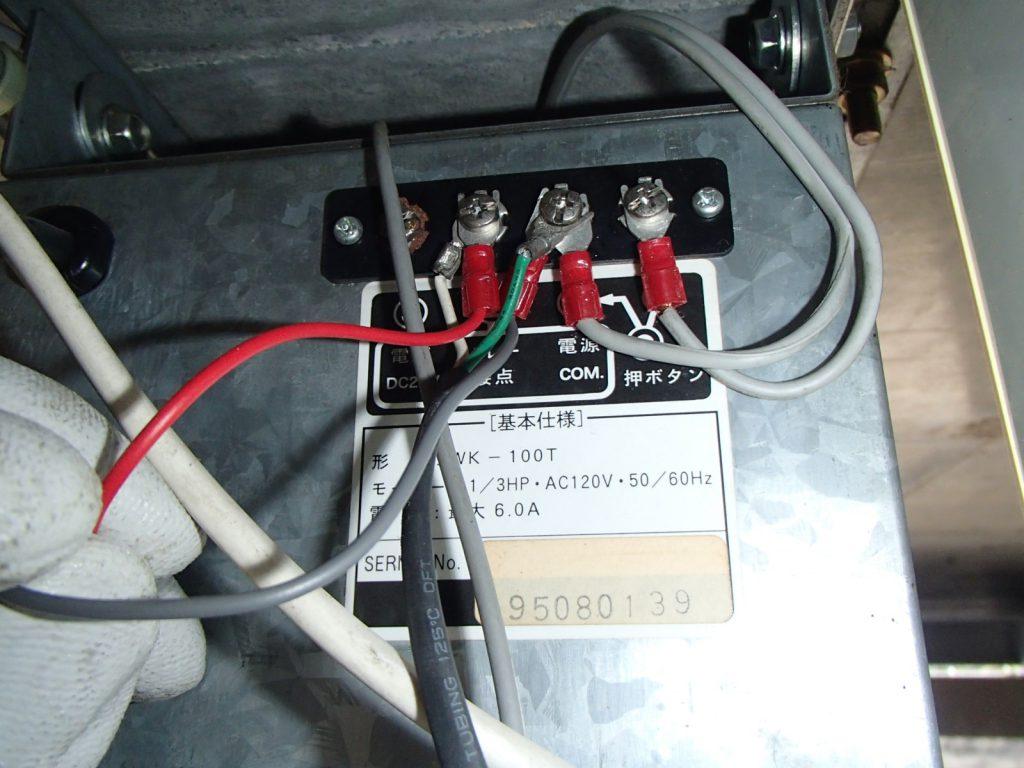 新リモコン装置設置後の配線部