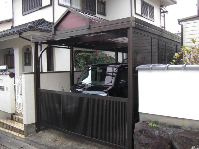 三和 電動ゲート付きのカーポート