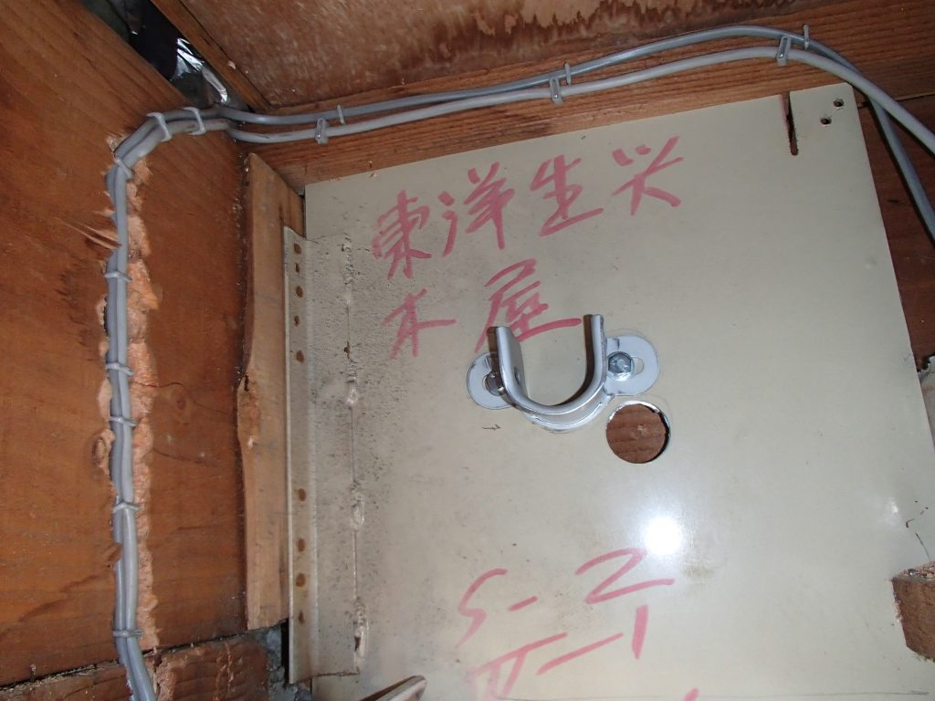 軒天井収まりでのシヤッター電動化